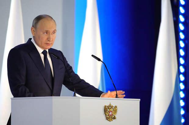 Не смотрел, но осуждаю: что пишут в соцсетях о послании Путина Федеральному Собранию