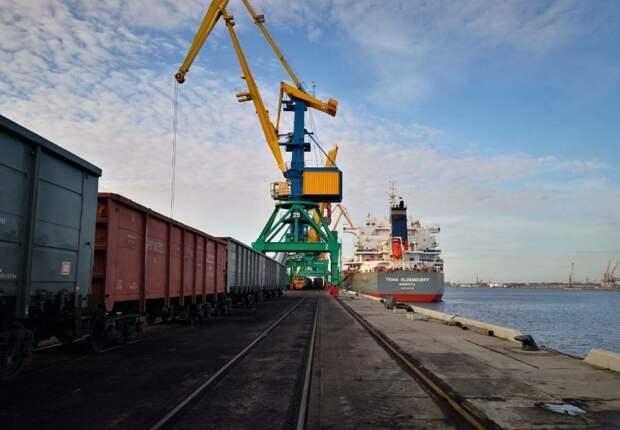 После нас хоть потоп: латвийские власти отправляют порты и ж/д на металлолом