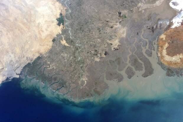 14. Карачи, Пакистан, и дельта реки Инд земля, космонавт, космос