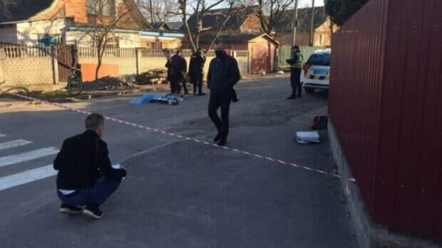 """""""Бабушка упала на колени"""": ребенок попал под колеса грузовика, кадры трагедии в Виннице"""