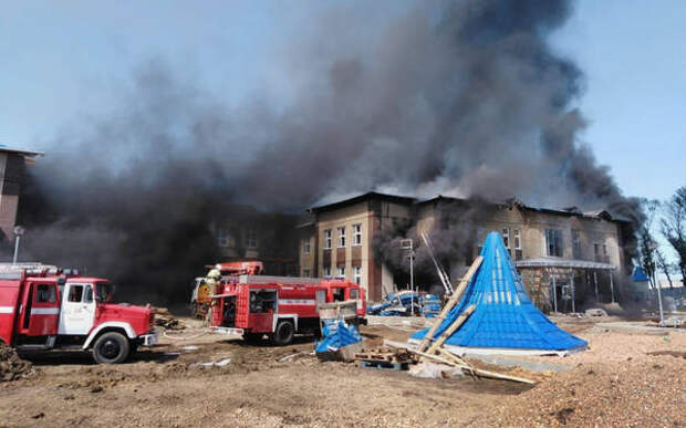 Крупный пожар в строящемся детском саду в Кореновске потушен
