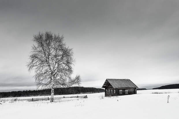 Еще одна небольшая деревня Семёново расположена в десяти километрах от деревни Вершинино, на безлесном мысе южного берега Кенозера.