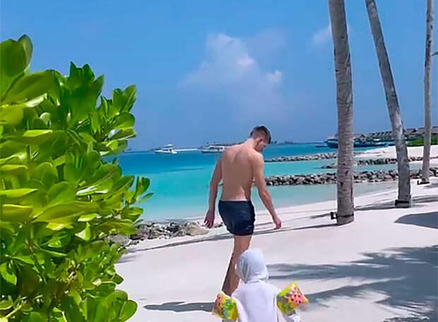 ЧЕРДАНЦЕВ: Курортные фото футболистов не вызывают ничего, кроме раздражения – результата не дал, а на Мальдивы заработал