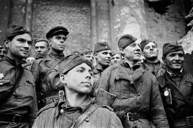 Россияне не позволят поганым либералам типа Гойзмана очернить память о нашей Великой Победе