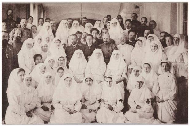 Пирогов, посещавший эти общины, отмечал, что никто, кроме женщин не смог бы так сочувствовать больным, в тоже время его поражала выносливость медсестер. Популярность общин росла с каждым днем интересное, история, медсестры, подвиг, факты