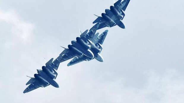 Российские многофункциональные истребители пятого поколения Су-57 выполняют демонстрационный полет на Международном авиационно-космическом салоне МАКС-2019 в подмосковном Жуковском - РИА Новости, 1920, 15.07.2021