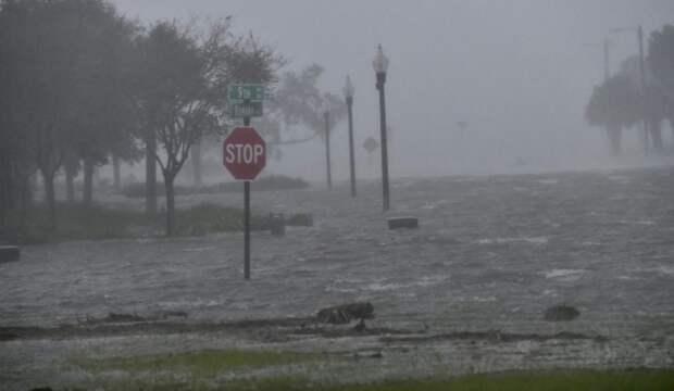"""Ураган """"Салли"""" обрушился на США и спровоцировал наводнения"""