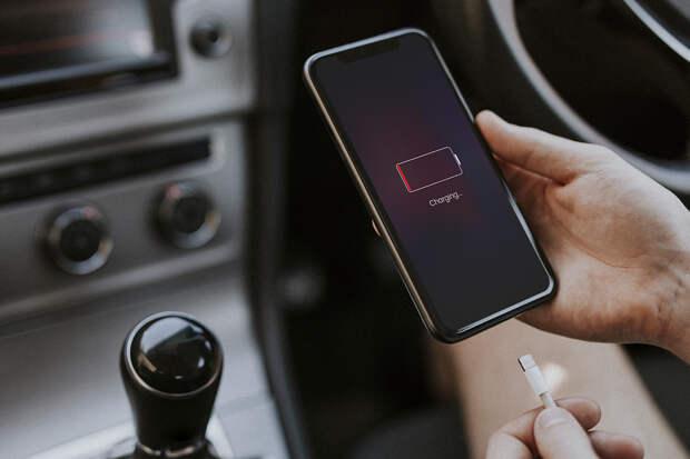 Составлен список приложений, разряжающих смартфоны