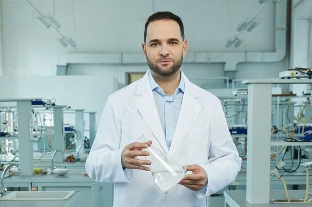 Ректор РХТУ Мажуга рассказал о том, как создаются биомедицинские материалы. Автор фото: Данил Головкин