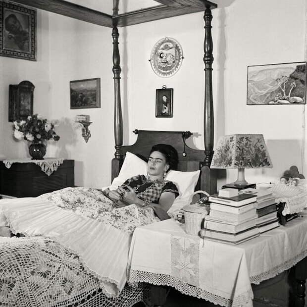 Редкие снимки Фриды Кало, сделанные в последние годы ее жизни фотографом Жизель Фройнд