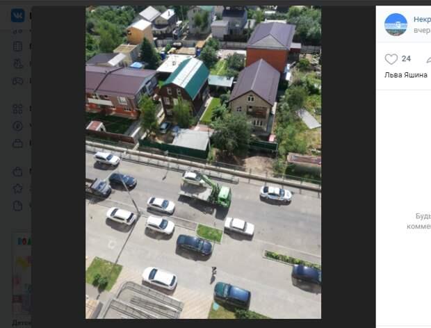 Машины с Льва Яшина забрали на штрафстоянку за неправильную парковку