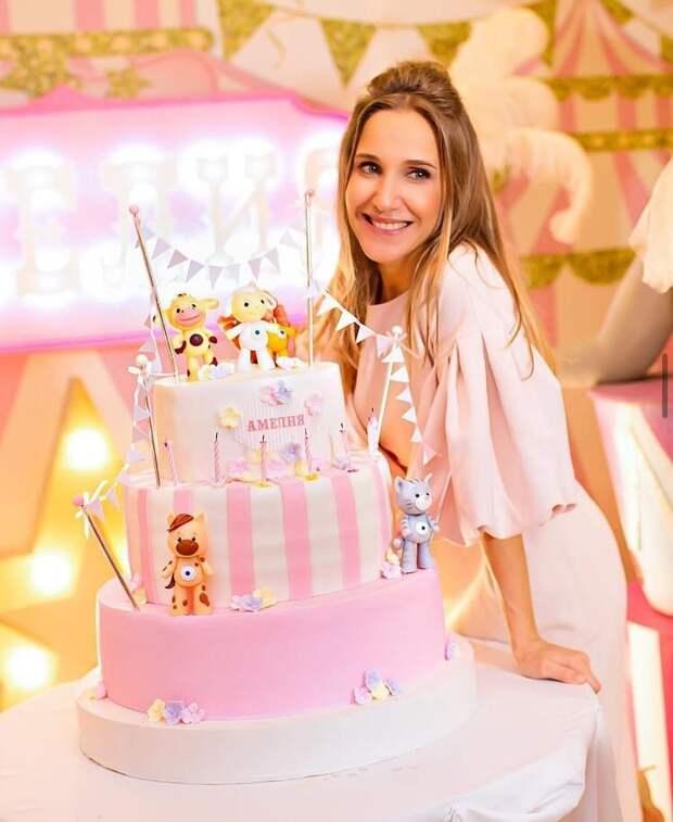 Юлия Ковальчук призналась, почему не показывает дочь