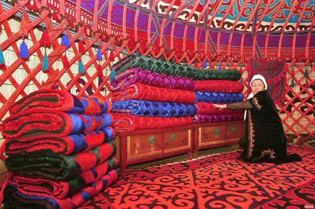 Внутреннее убранство юрты. | Фото: msn.limon.kg.