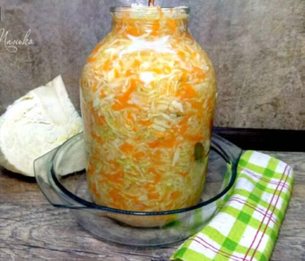 Квашу капусту всегда только по бабушкиному рецепту. Хрустящая и вкусная!