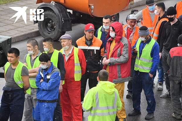 Судя по тому, что информация о миллионах мигрантов, сидящих на закрытых строительных объектах, в СМИ практически не попадает, проблема серьезная Фото: Владимир ВЕЛЕНГУРИН