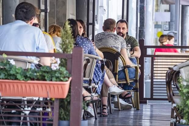 Минпромторг пока не видит необходимости закрывать кафе и магазины