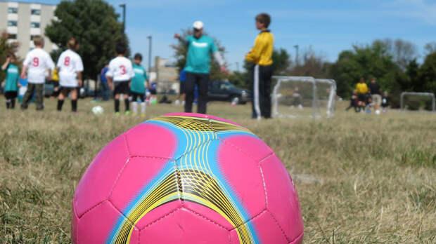 Ветер опрокинул футбольные ворота на 9-летнего ребенка в Москве