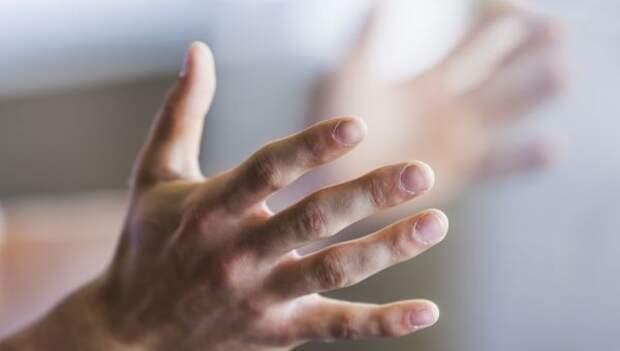 Немеет кончик пальца на правой руке: причины и методы лечения