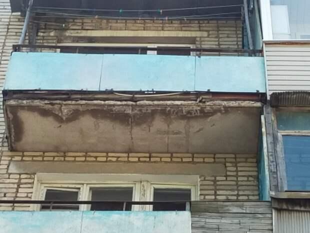 Часть балкона рухнула на голову ребенку под Тулой. СК завел дело