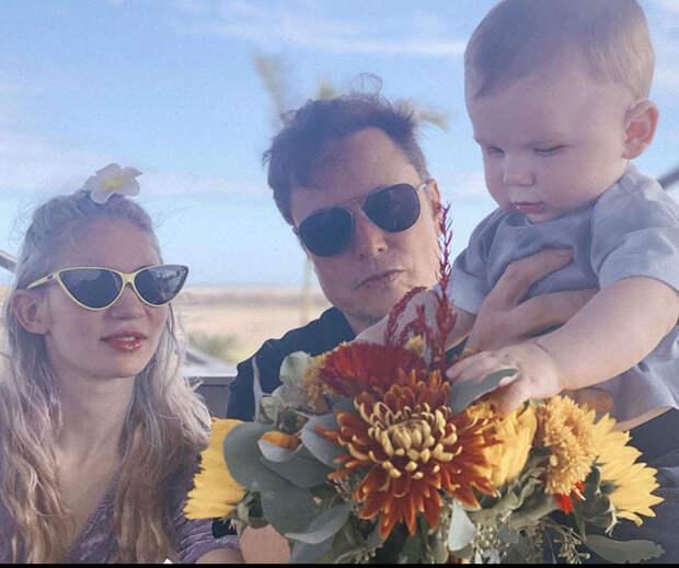 Илон Маск опубликовал первое совместное фото с Граймс и подросшим сыном X AE A-Xii