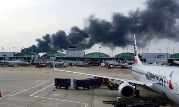 В пожаре на борту самолета в Чикаго пострадали 20 человек
