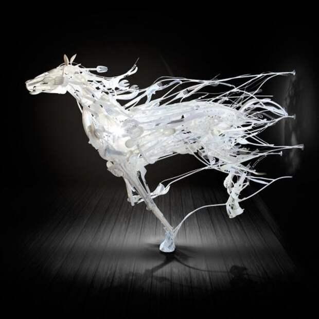 Скульптуры животных из использованного пластика