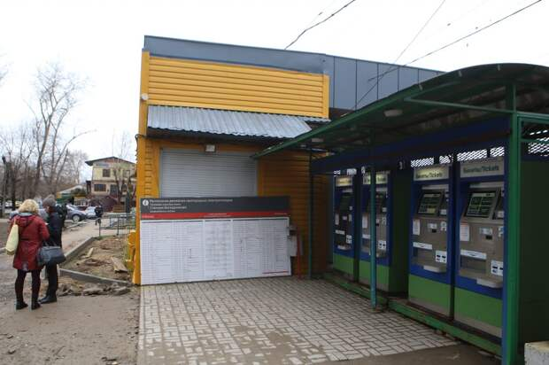 На станции Новодачная привели в порядок билетную кассу Фото: Ярослав Чингаев