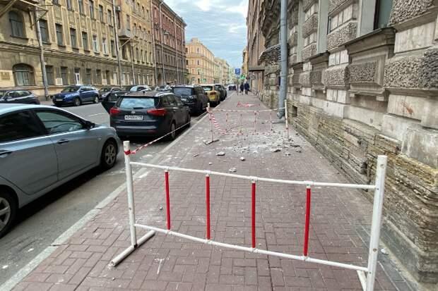 В центре Петербурга два новых обрушения фасадов — на Рылеева и Таврической. Эти дома построены в конце XIX — начале XX века