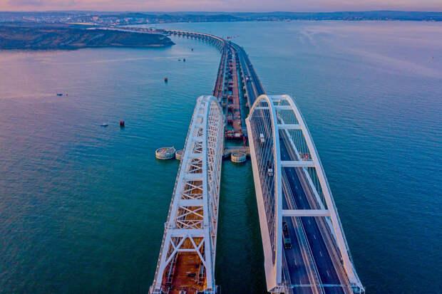 Одиозный украинский эксперт выдал новый сценарий разрушения Крымского моста