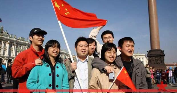 За полгода Петербург посетили 400 тыс. китайских туристов