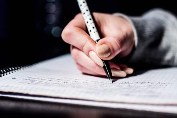 В Удмуртии перенесли дату итогового сочинения для одиннадцатиклассников