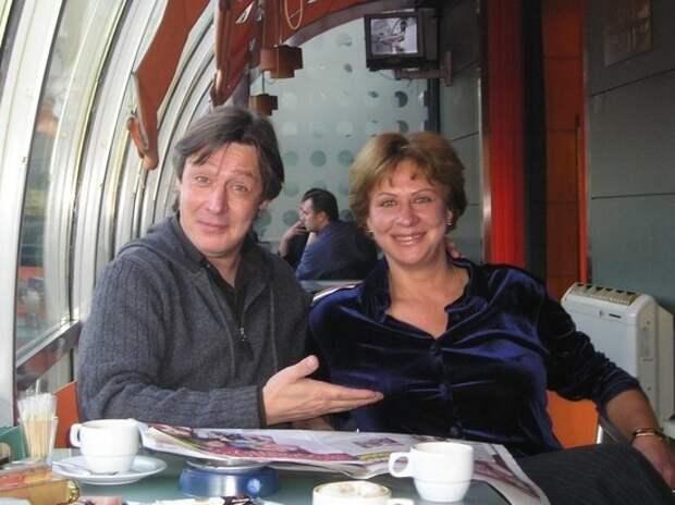 СМИ: сестра Ефремова пожелала стороне потерпевших умереть от ковида