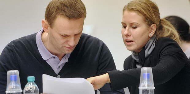 Осужденная по двум уголовным делам рекомендующая себя как юрист блогера-уголовника Алексея Навального Любовь Соболь...