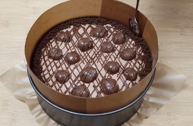 Шоколадный торт-мороженое с вишней. Такого в магазине точно не купишь
