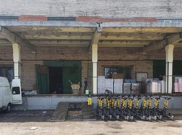 В петербургских сервисах аренды самокатов проходят обыски