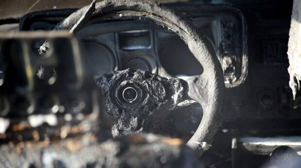 Неизвестные сожгли авто матери следователя по делу Merlion в Москве