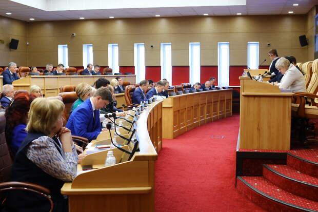 Депутаты ЗС Приангарья предлагают распространить пособия на детей в неполных семьях на 17-летних