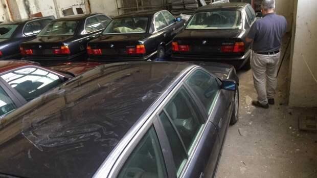 В Болгарии нашли забытый склад с новыми «пятерками» BMW из 1990-х