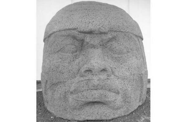 Памятник Q в Трес-Сапотес