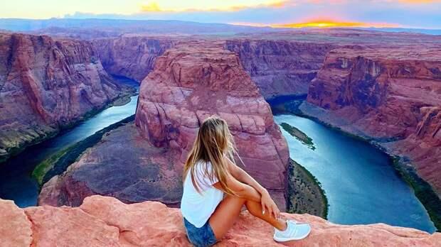 Ефимова посетила «подкову» реки Колорадо ипосидела накраю каньона: видео