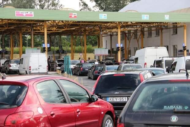 Украинцы массово бегут из страны за границу: на польской границе образовалась пробка