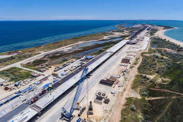 Крым становится ближе: на Керченском мосту уложены первые 200 метров асфальта