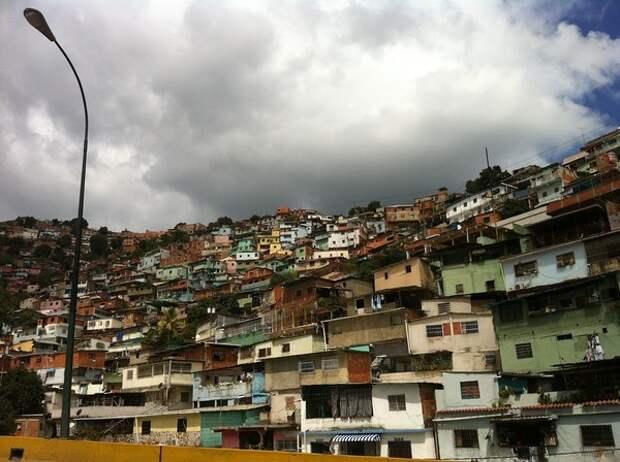 Центробанк Венесуэлы разрешил свободный обмен валюты для граждан страны
