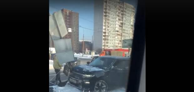 Авария на улице Маршала Катукова парализовала движение трамваев