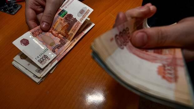 Инспектор по охране труда в Петербурге вернула взяткодателю деньги