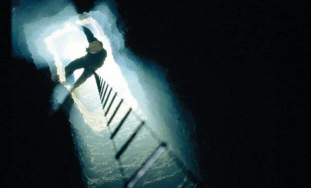 Спуск в подземную пещеру