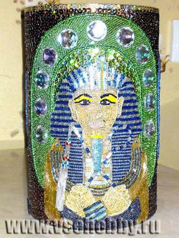 ваза украшенная бисером в египетском стиле с фараоном