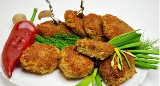 Золотистые гороховые котлеты: пикантное блюдо выручит в пост