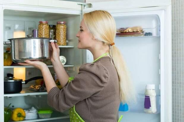 Пленка, контейнер или пакет? В чем нельзя хранить продукты в холодильнике