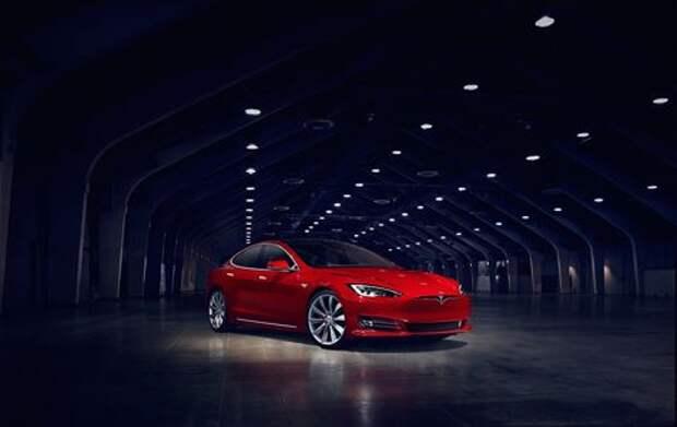 Tesla-тормоз: водитель электрокара спас человека на автобане